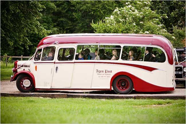 ônibus-noivos-madrinhas-padrinhos