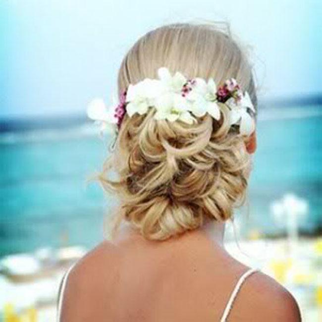 penteado-para-noivas-com-flores-06
