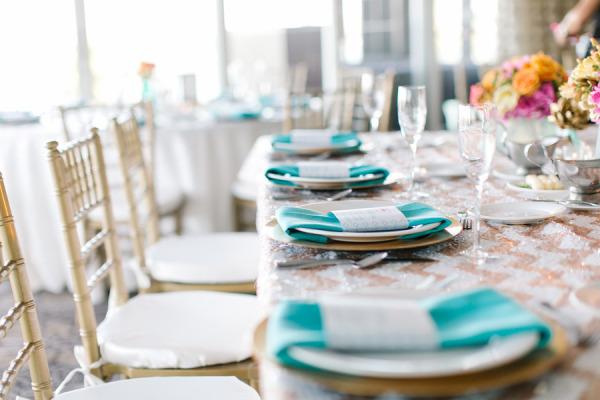 Resultado de imagem para mesas para casamento na praia