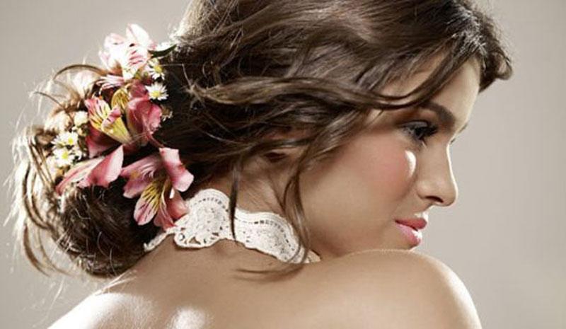 penteado-para-noivas-com-flores-05