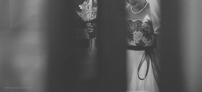 Noiva segurando o buquê
